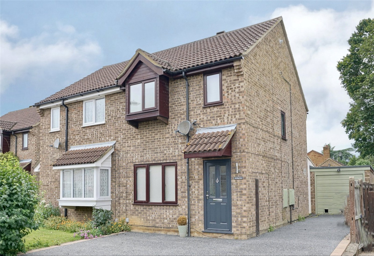 3 bed semi-detached house for sale in Manor Grove, St. Neots  - Property Image 1