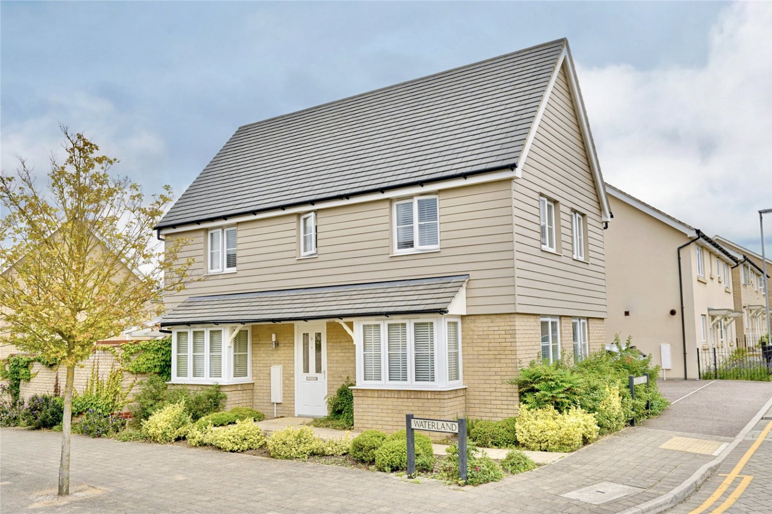 3 bed detached house for sale in Waterland, St. Neots - Property Image 1
