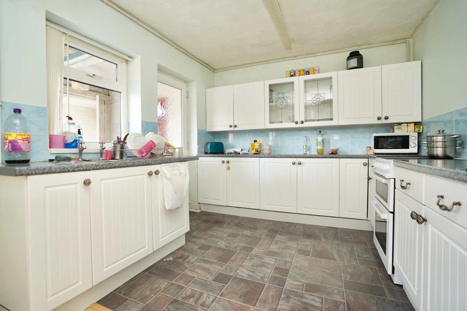 3 bed terraced house for sale in Leys Road, St. Neots 1