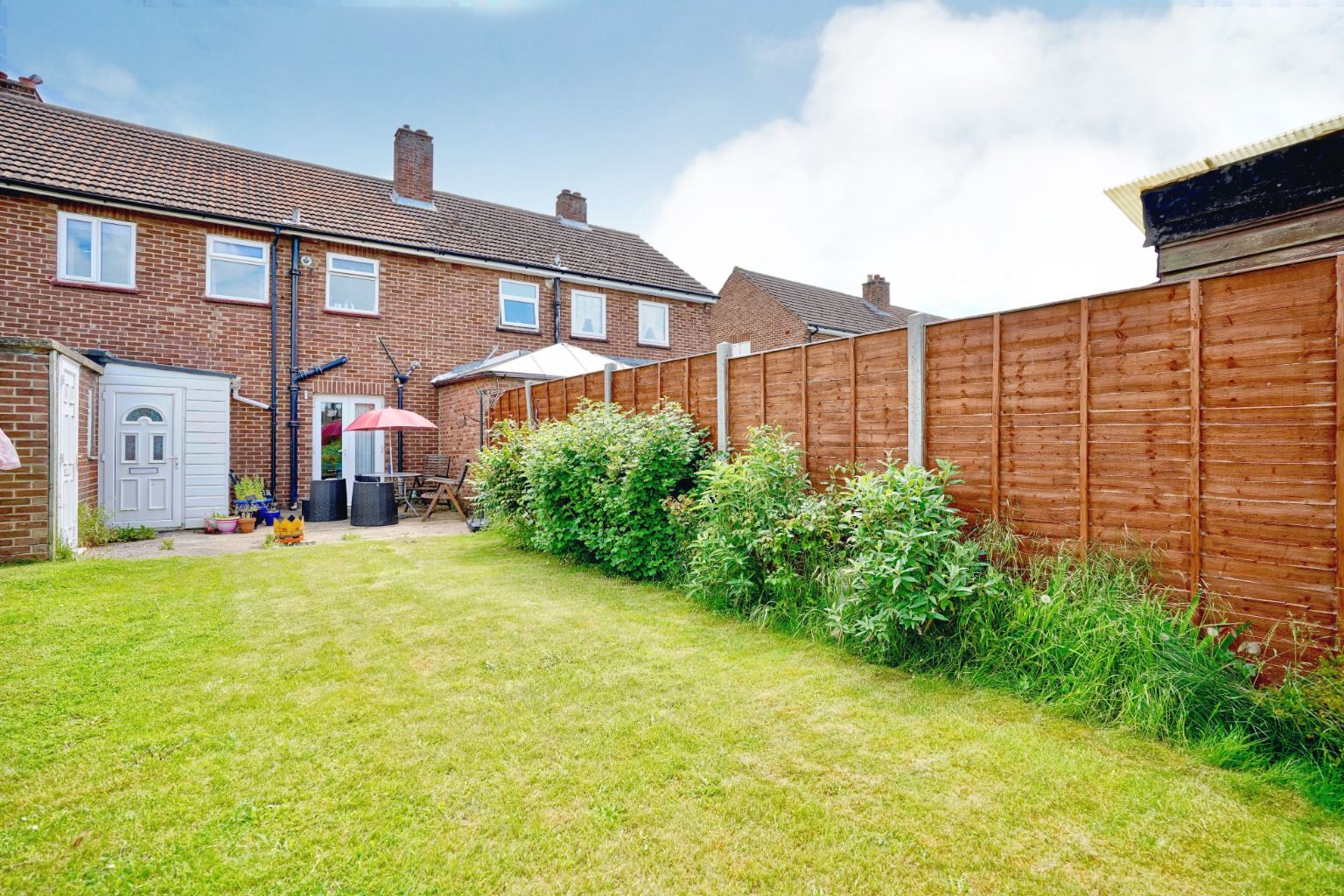 3 bed terraced house for sale in Leys Road, St. Neots 2