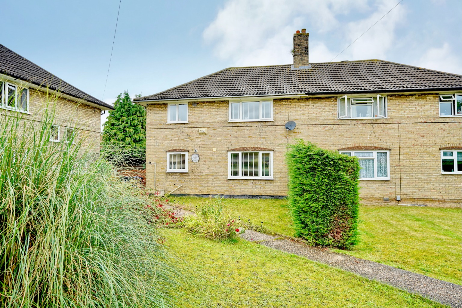 4 bed semi-detached house for sale in Ferrars Avenue, St. Neots - Property Image 1