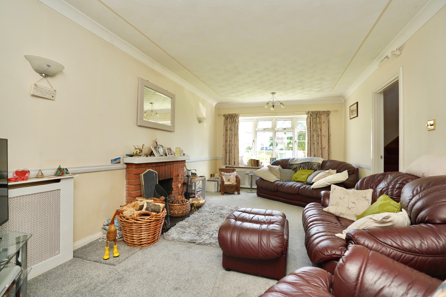 4 bed detached house for sale in Yeomans Close, Huntingdon 3