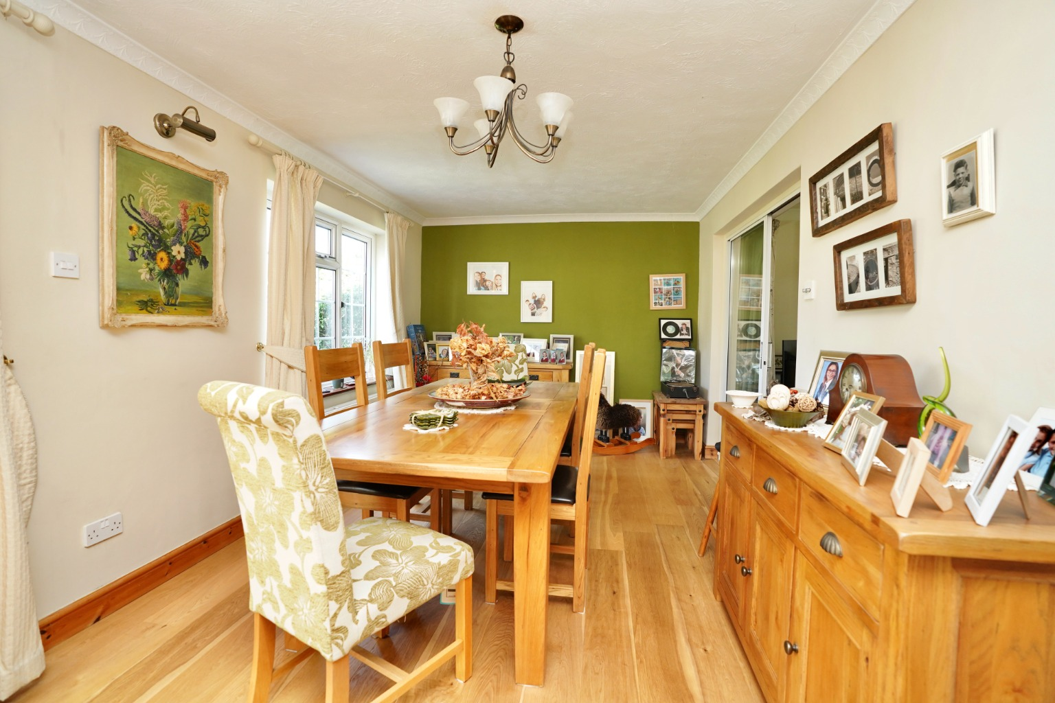 4 bed detached house for sale in Yeomans Close, Huntingdon 4