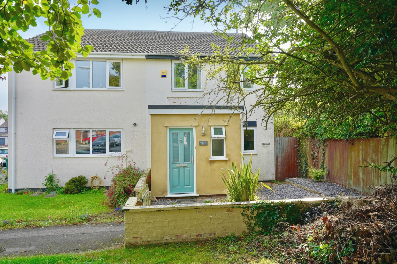 3 bed semi-detached house for sale in Gordon Close, St. Neots  - Property Image 1