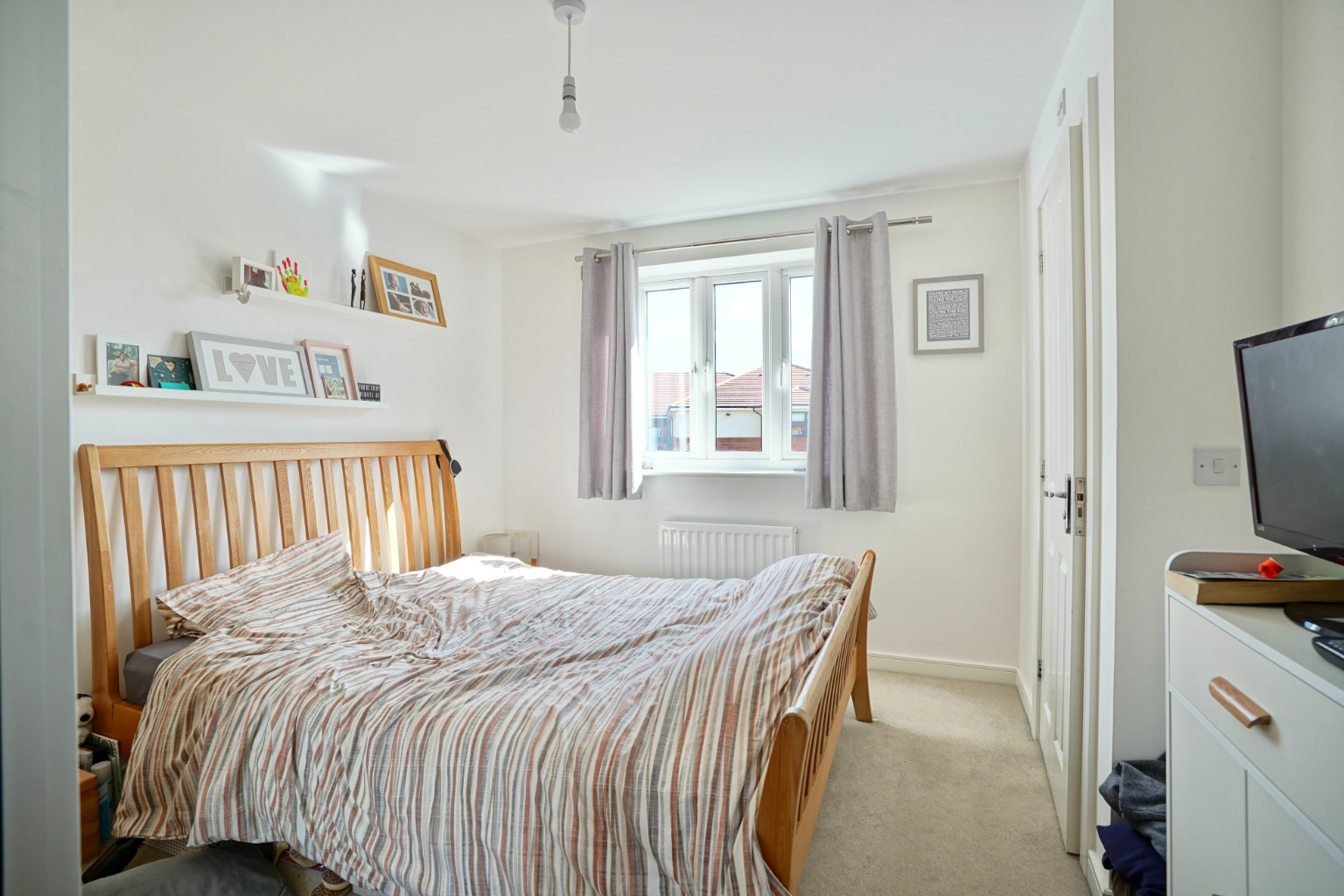 3 bed semi-detached house for sale in Whinfell Close, St. Neots  - Property Image 6