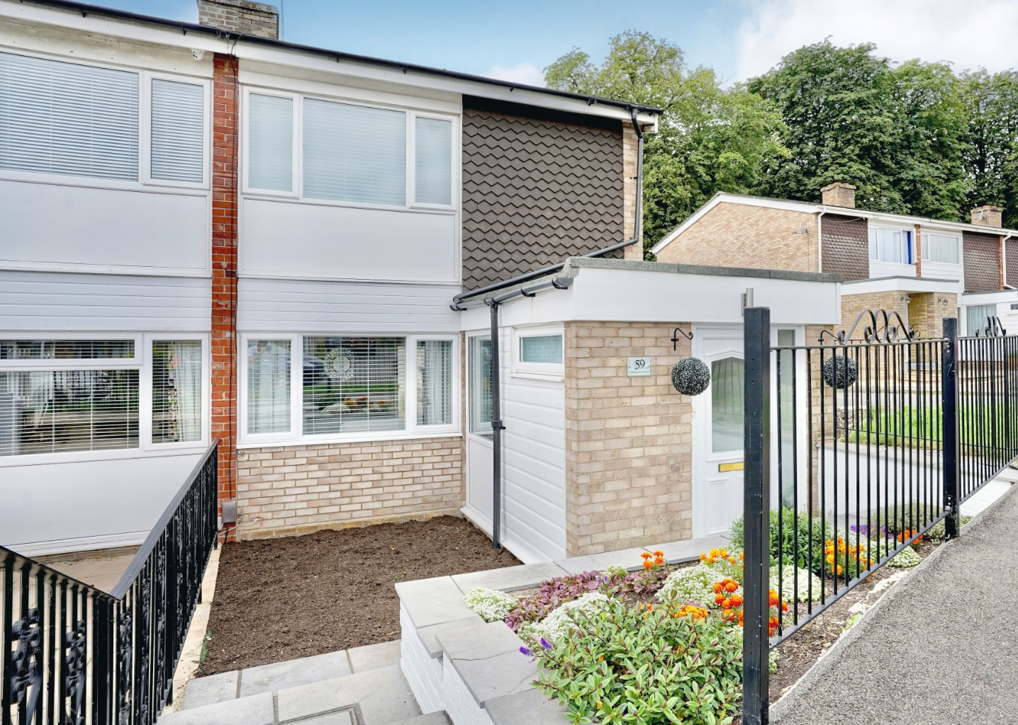 3 bed end of terrace house for sale in Wilkinson Close, St. Neots - Property Image 1