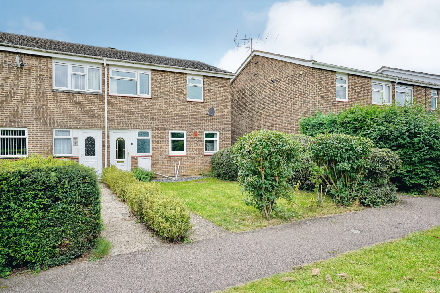 3 bed end of terrace house for sale in Marquis Close, St. Neots - Property Image 1