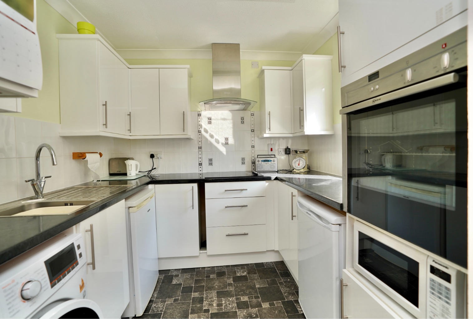 1 bed ground floor flat for sale in Old Market Court, St. Neots 2