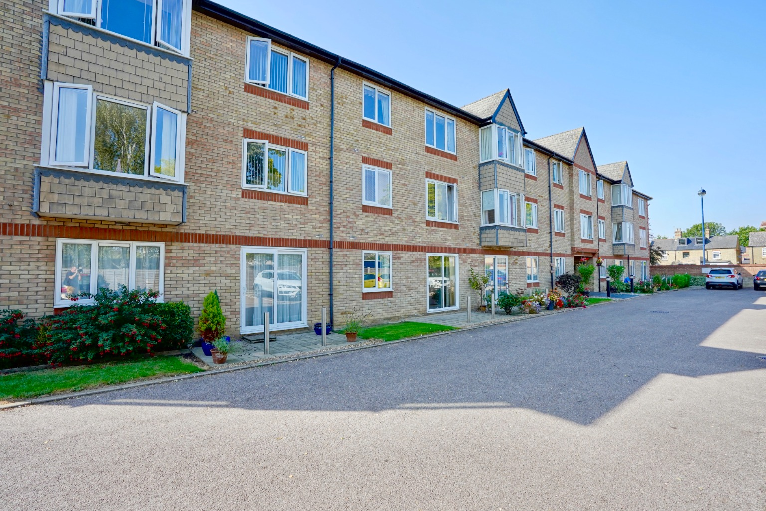 1 bed ground floor flat for sale in Old Market Court, St. Neots  - Property Image 9