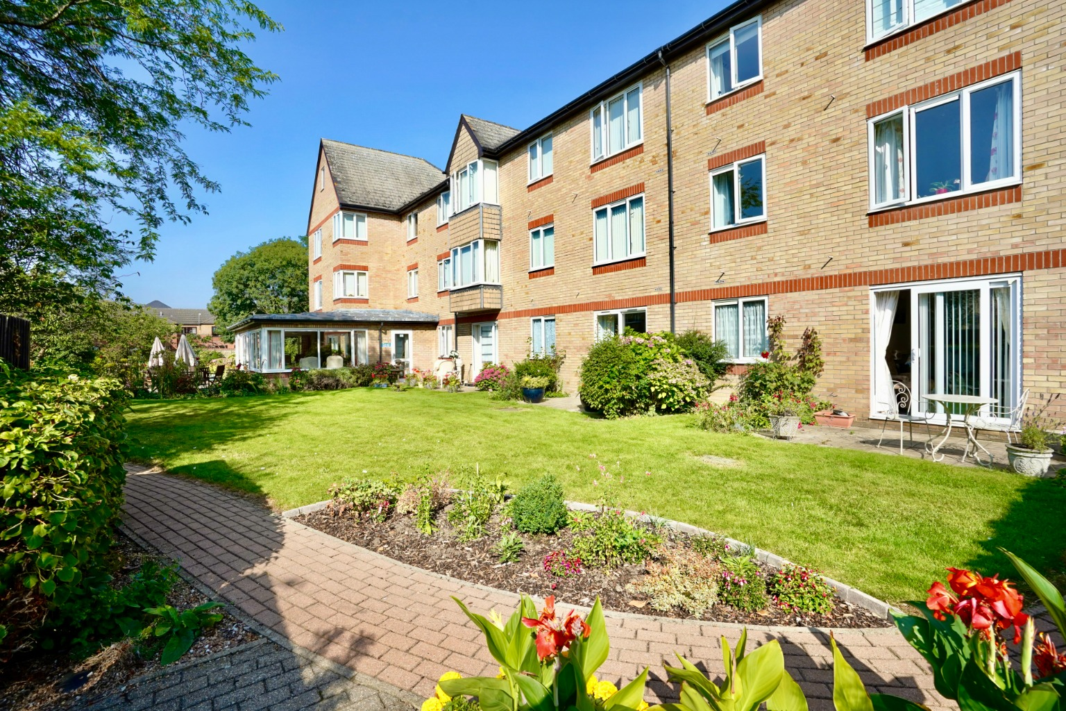 1 bed ground floor flat for sale in Old Market Court, St. Neots  - Property Image 8
