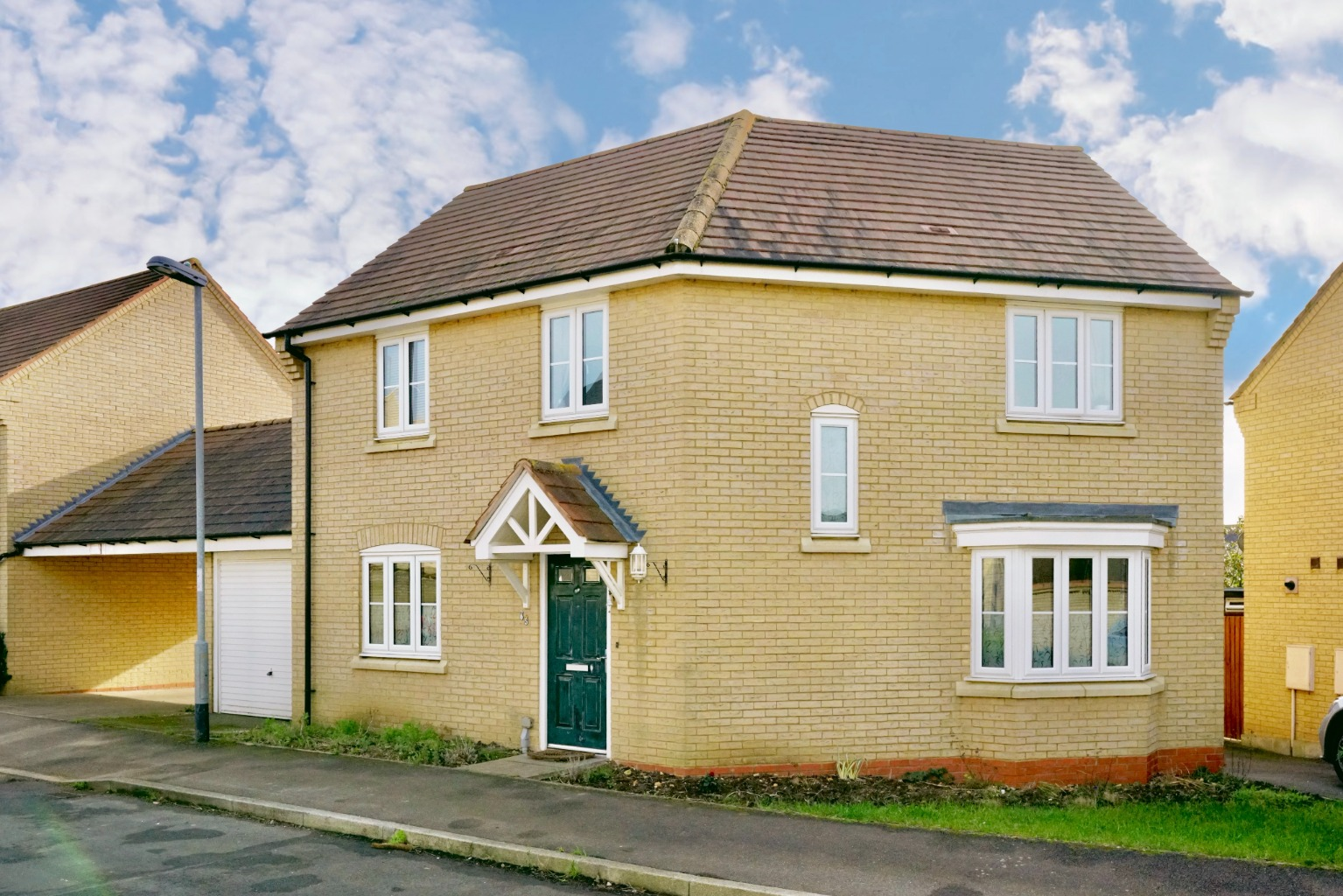 3 bed detached house for sale in Lannesbury Crescent, St. Neots  - Property Image 1