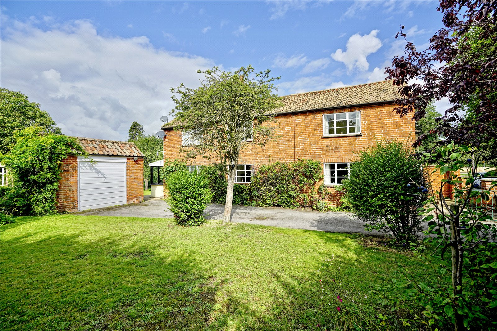 4 bed house for sale in Buckden, Hunts End, PE19 5SU - Property Image 1