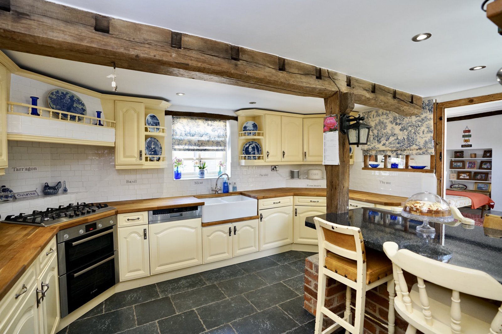 4 bed house for sale in High Street, Offord Cluny 3