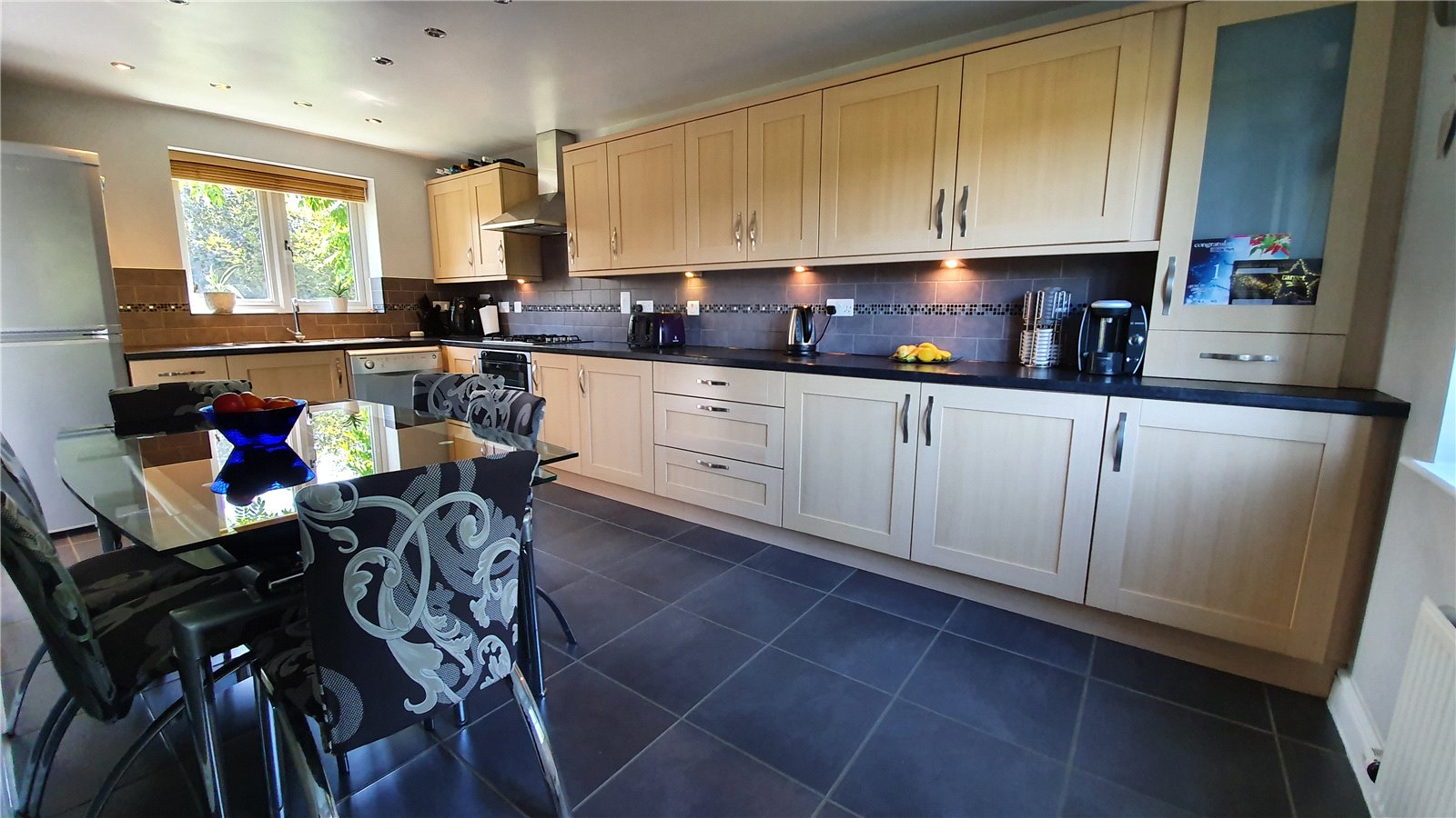 3 bed house for sale in Lannesbury Crescent, St Neots  - Property Image 4