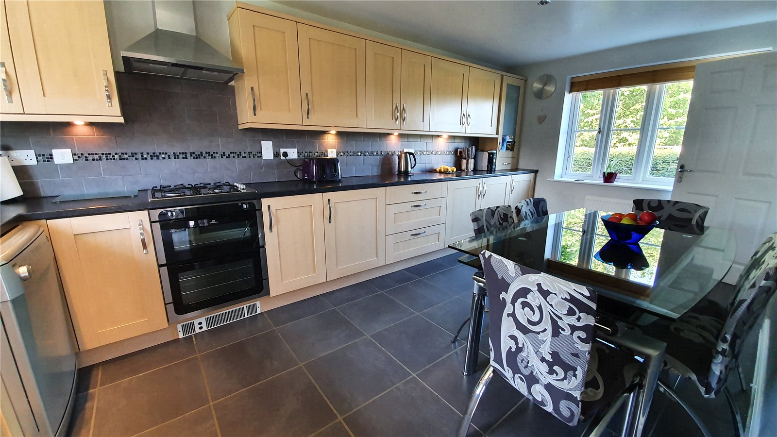 3 bed house for sale in Lannesbury Crescent, St Neots  - Property Image 3