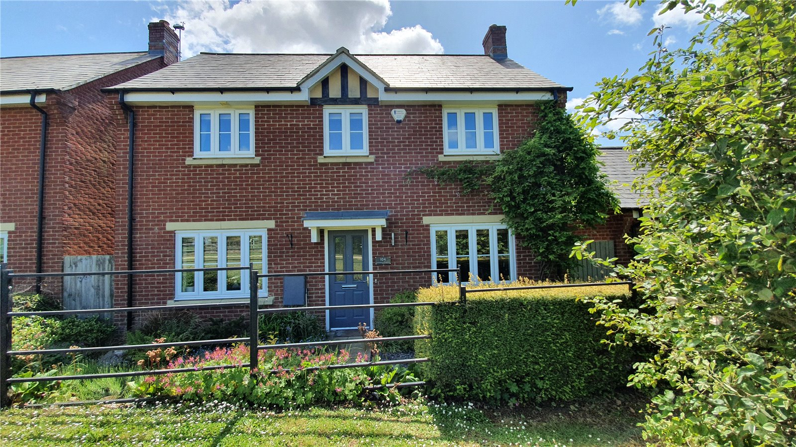 3 bed house for sale in Lannesbury Crescent, St Neots - Property Image 1