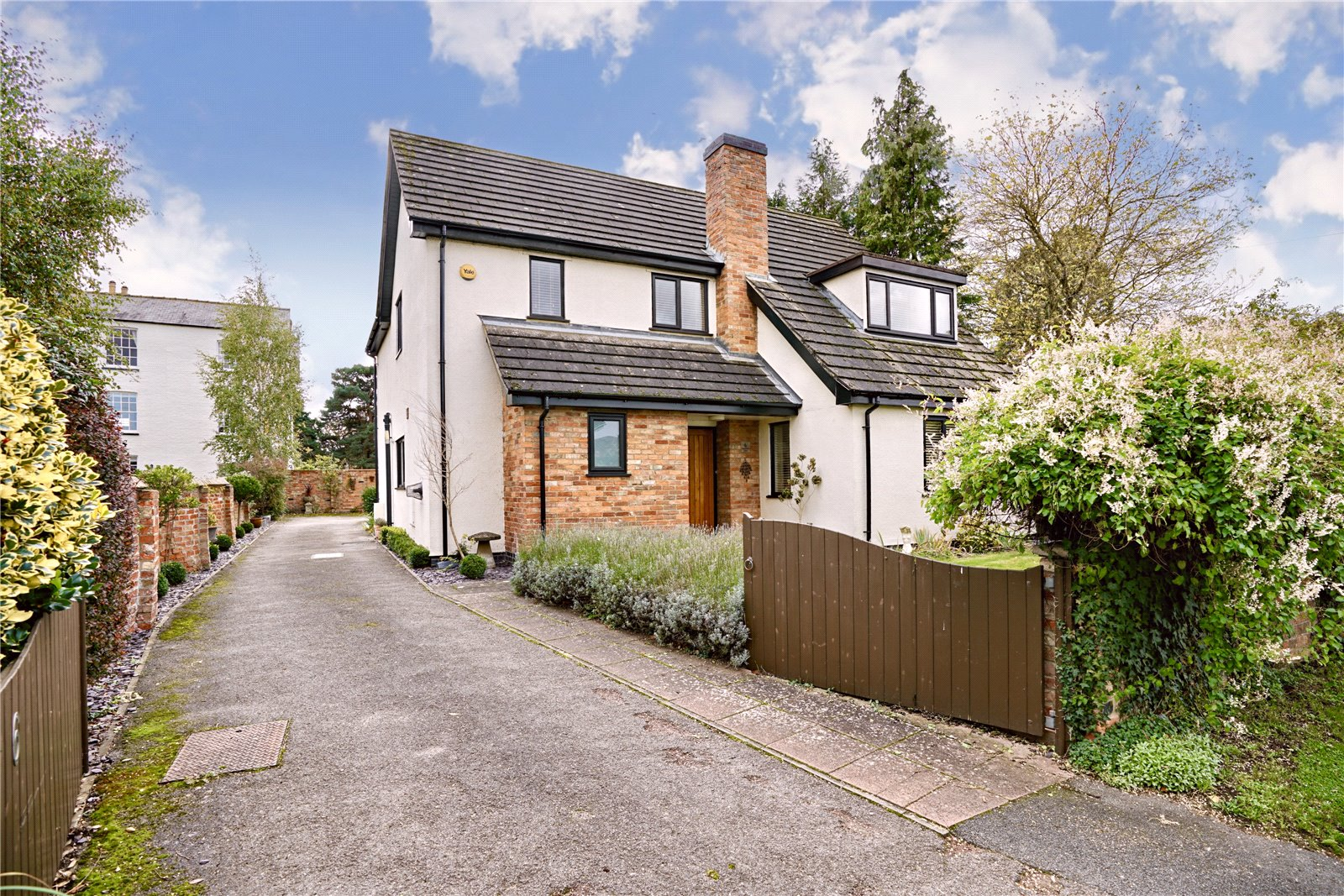 4 bed house for sale in Eaton Socon  - Property Image 2