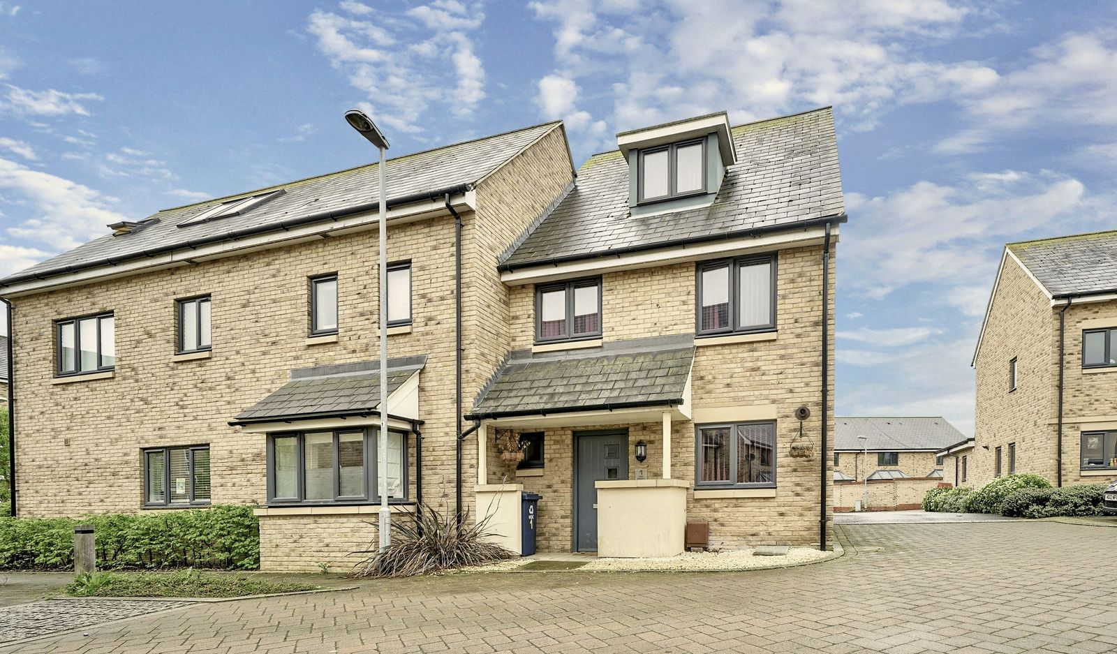 4 bed house for sale in Fox Covert, St. Neots - Property Image 1