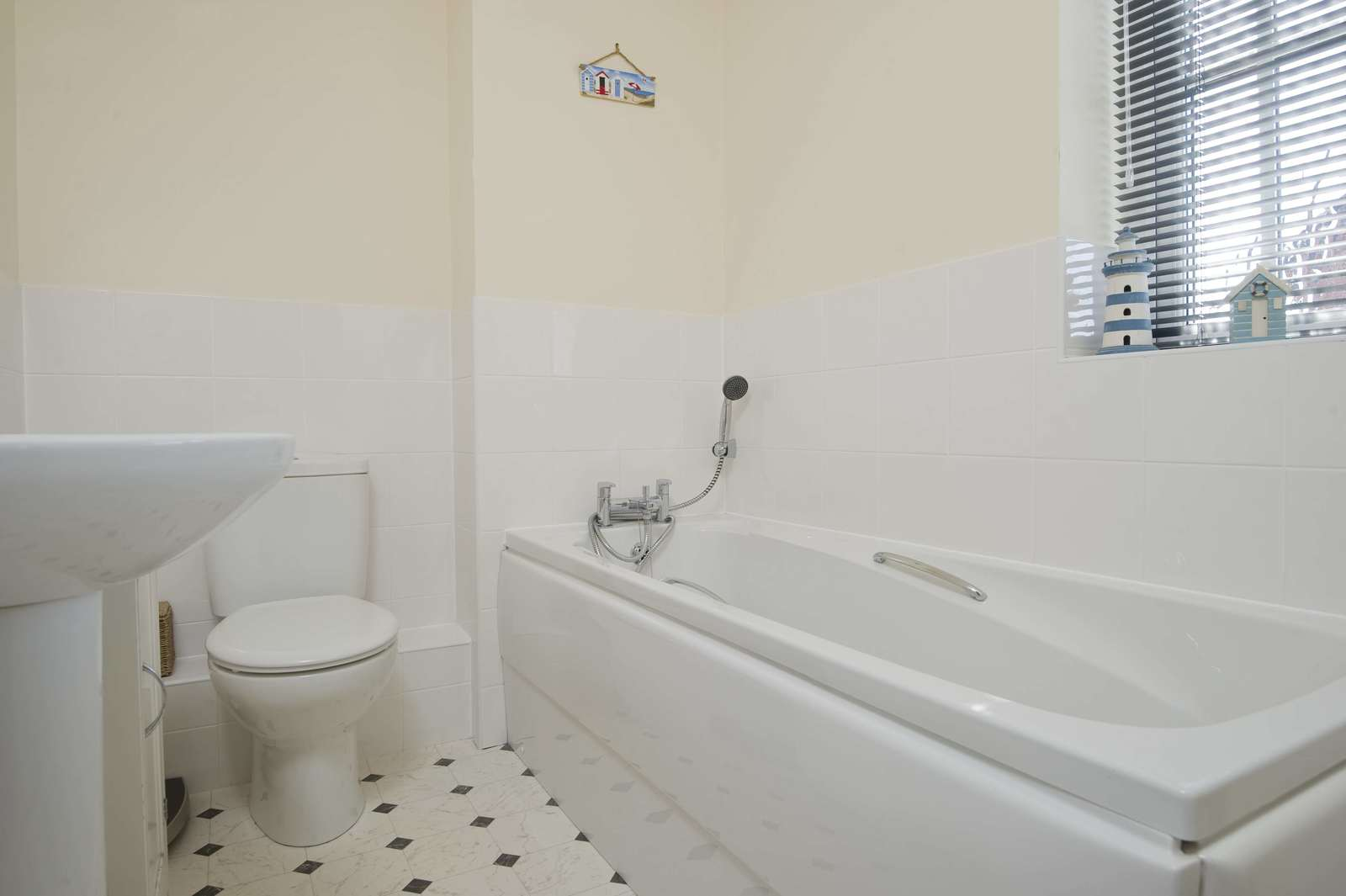 3 bed house for sale in Woodpecker Close, Great Barford 10