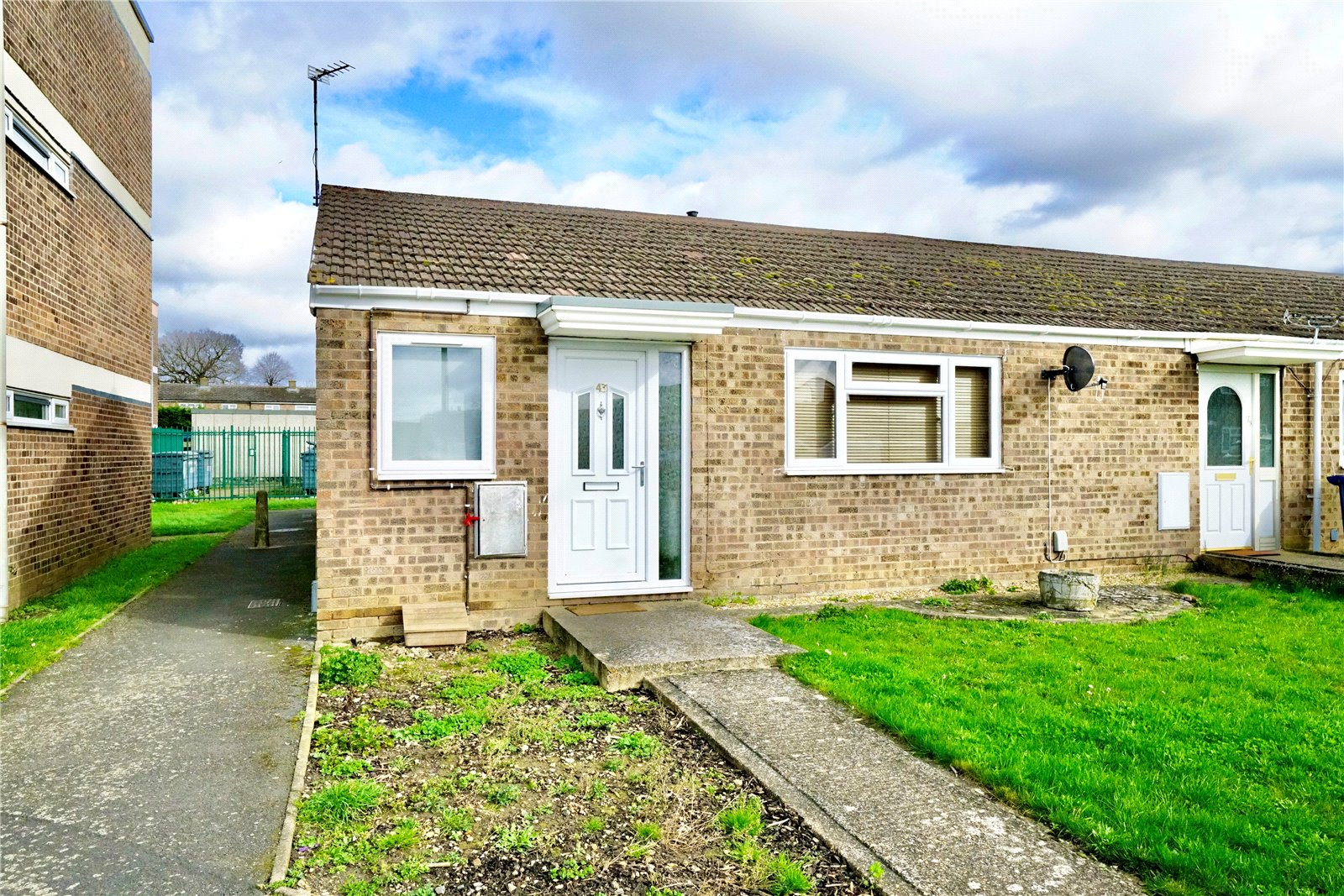 2 bed bungalow for sale in St Neots, PE19