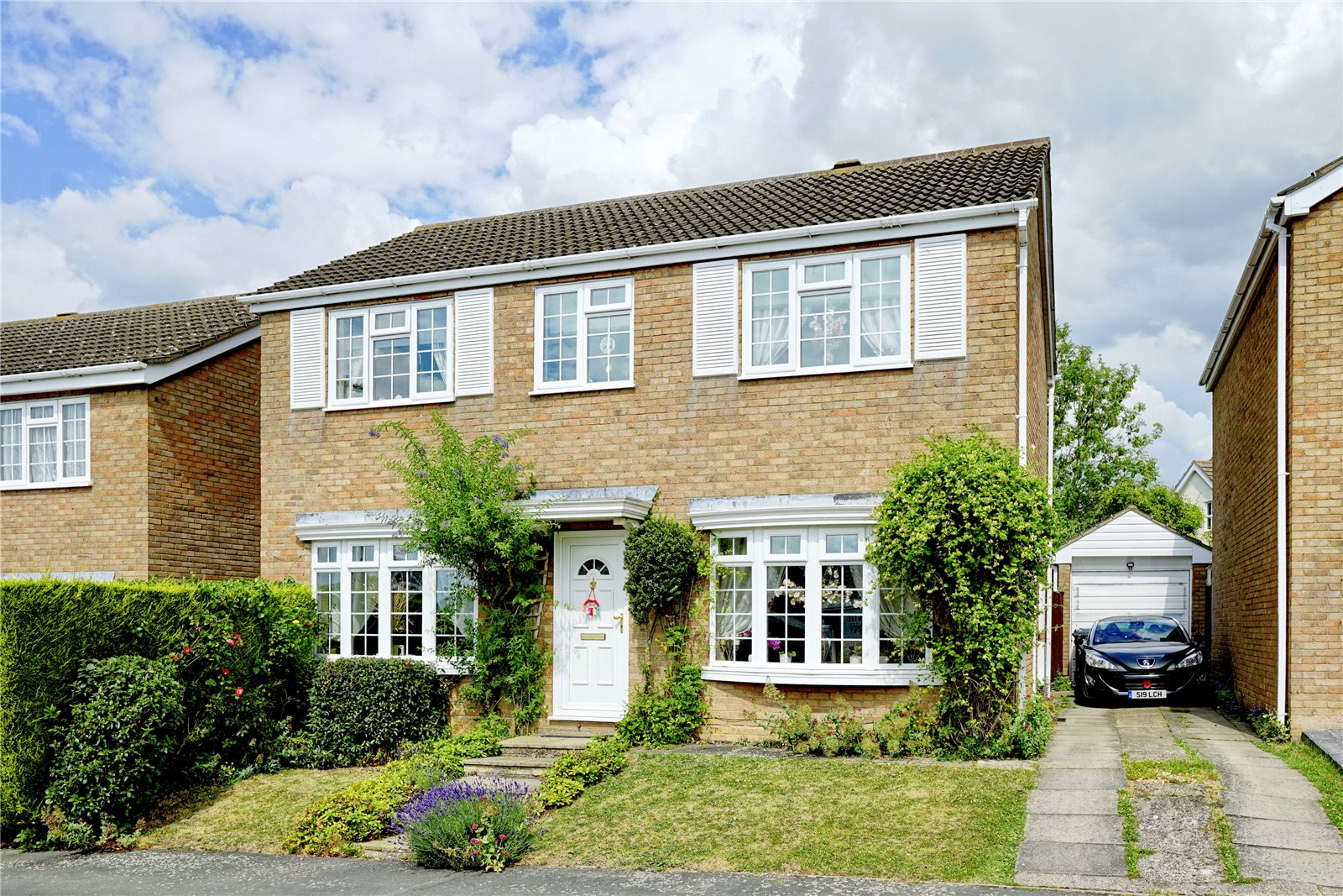4 bed house for sale in Meadow Way, Great Paxton - Property Image 1