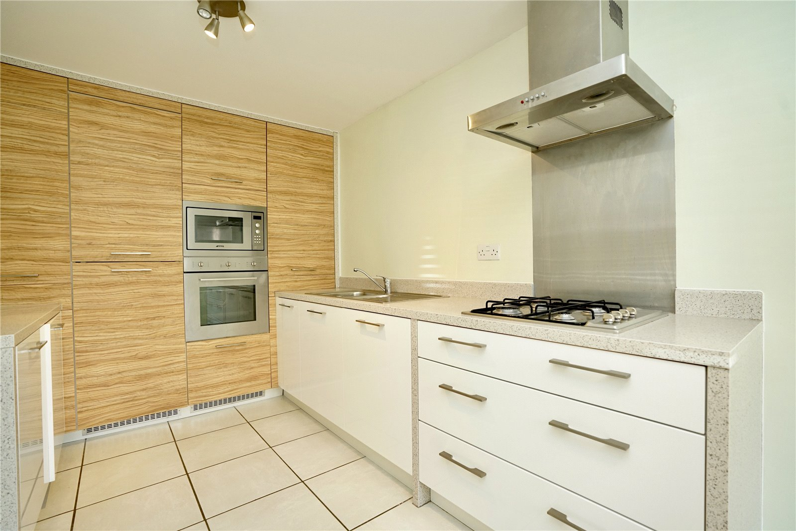 3 bed house for sale in St. Neots, PE19 6AJ - Property Image 1