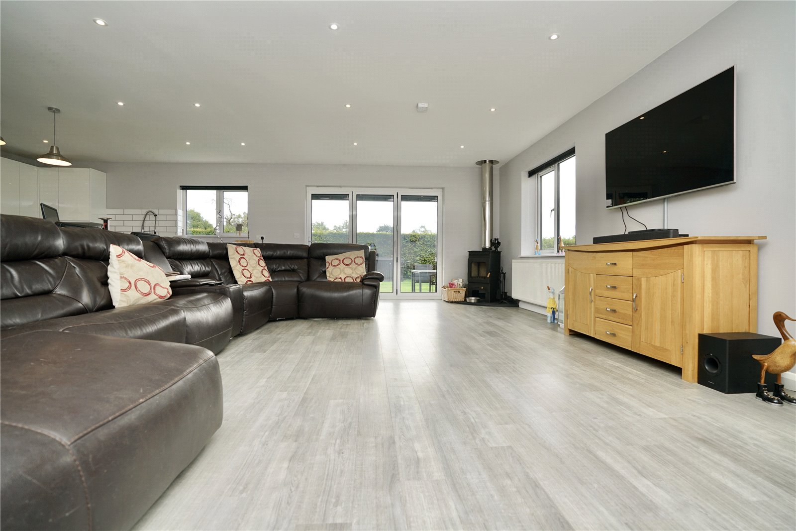 3 bed bungalow for sale in Kimbolton Road, Pertenhall  - Property Image 2