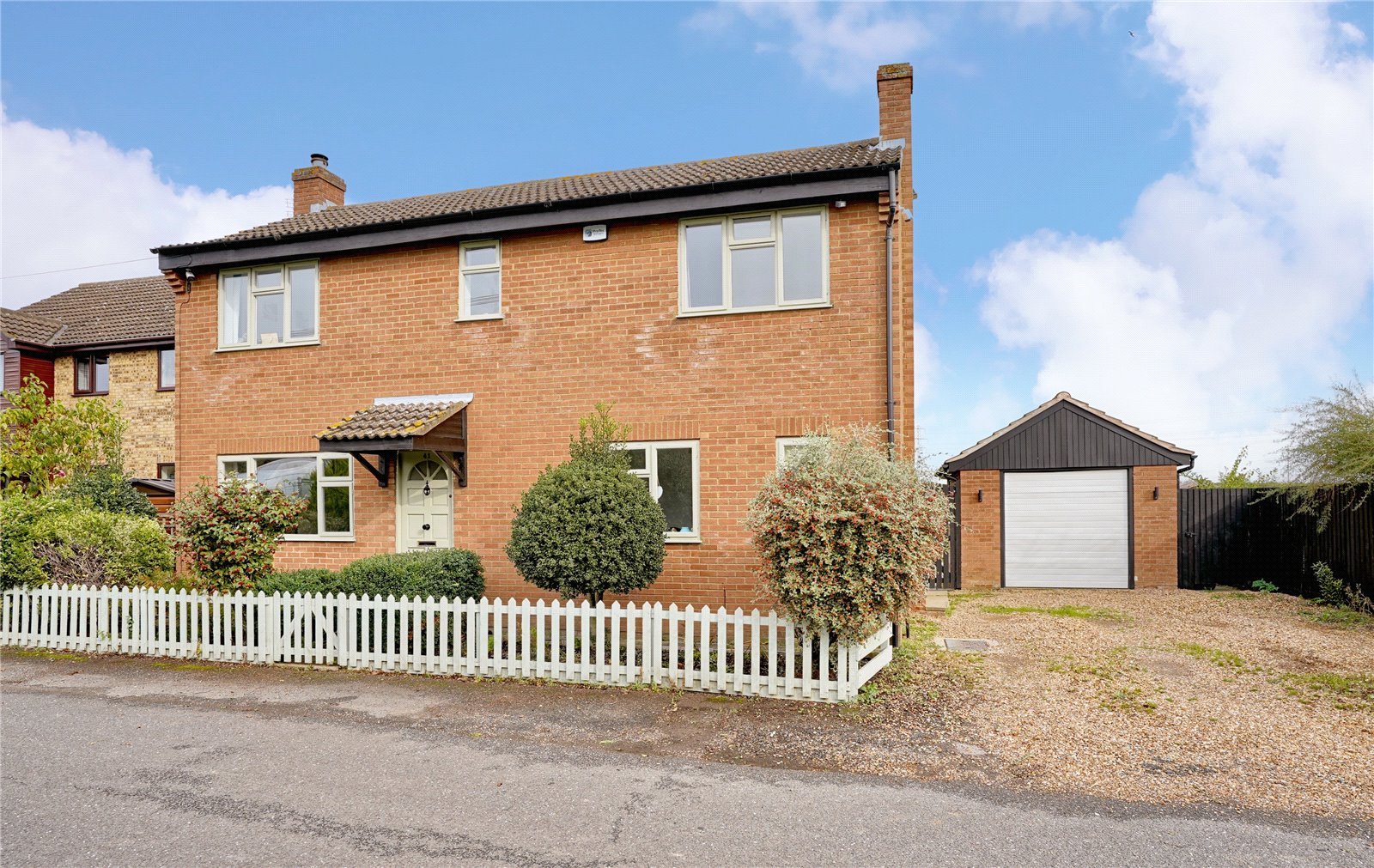 4 bed house for sale in St. Neots, PE19 5JA - Property Image 1