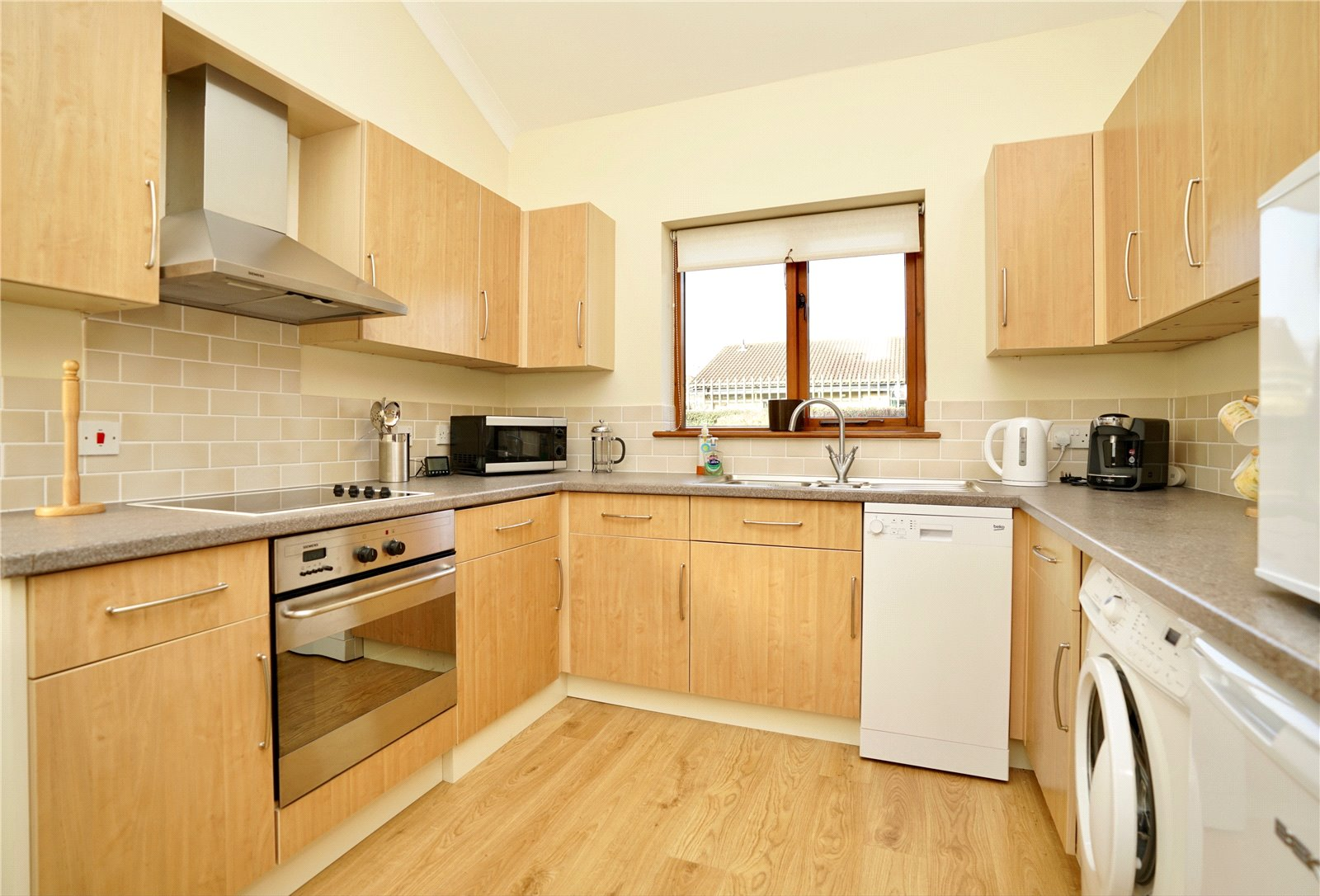 2 bed bungalow for sale in Windmill Close, Little Gransden  - Property Image 2