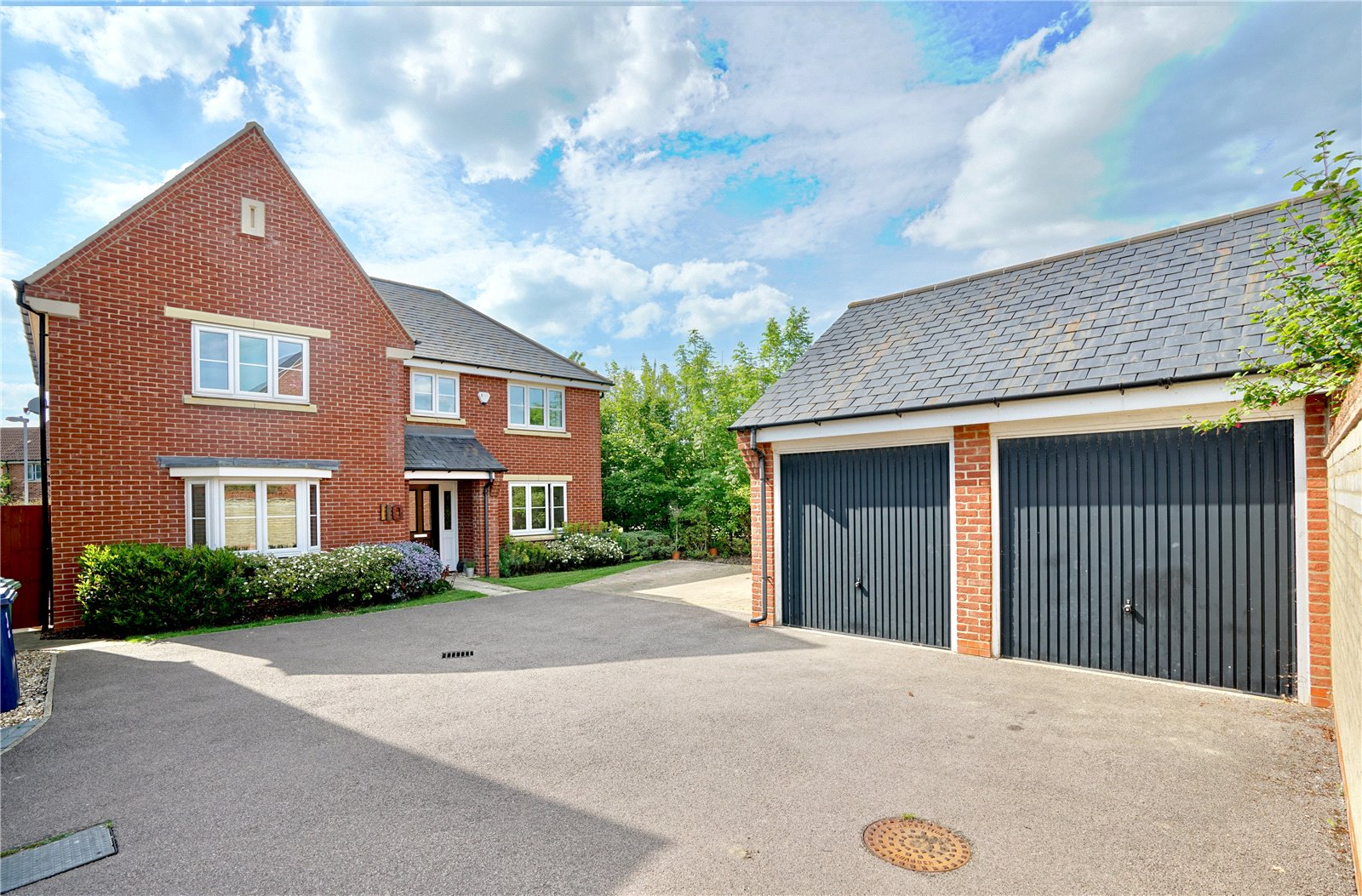 5 bed house for sale in Lannesbury Crescent, St. Neots - Property Image 1