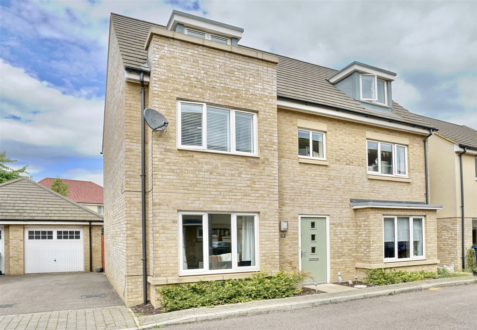 5 bed house for sale in Day Close, St. Neots, PE19