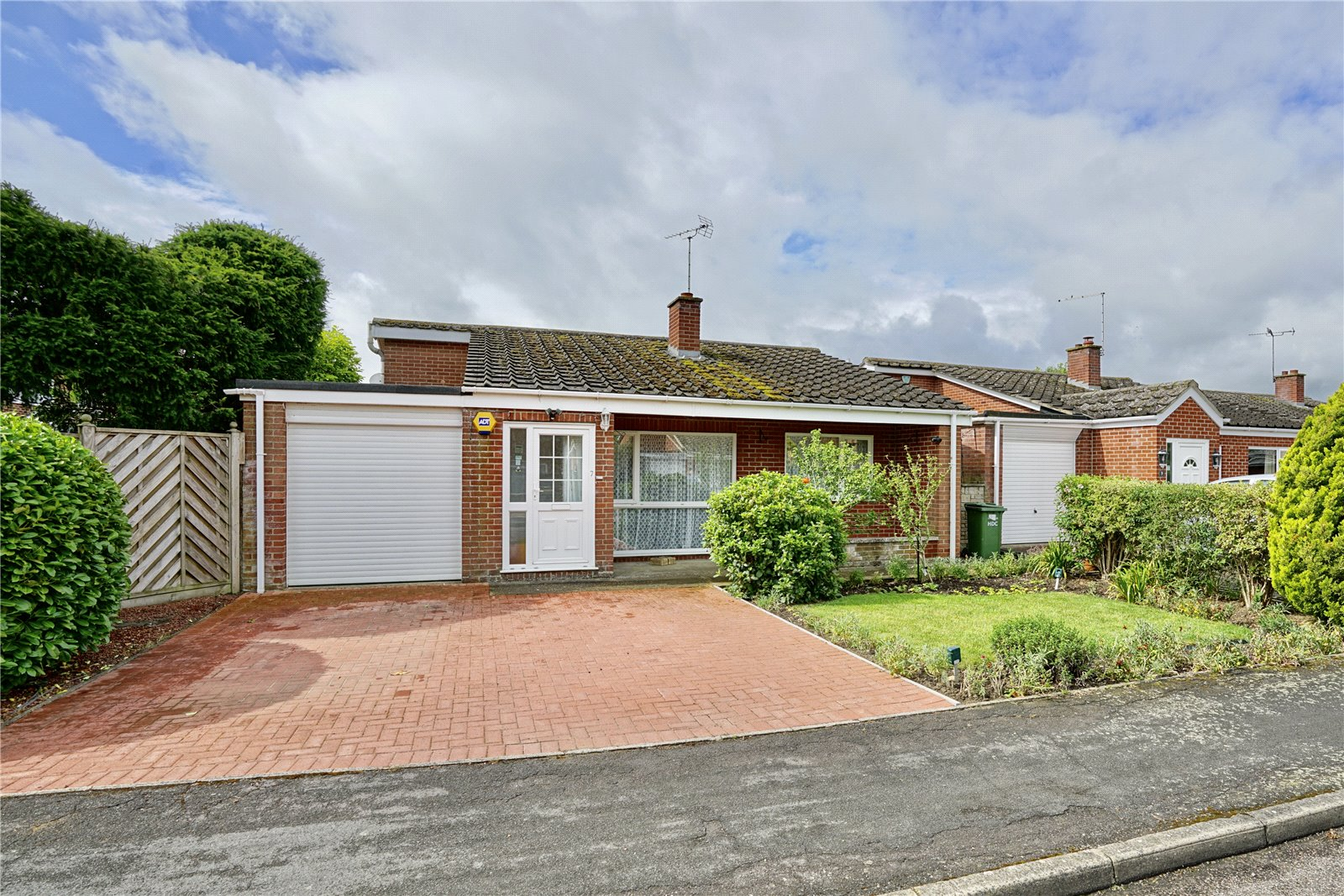 3 bed bungalow for sale in Great Staughton, Manor Close, PE19 5DU  - Property Image 1