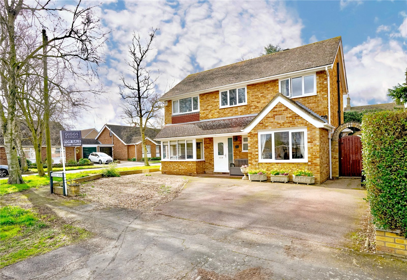 3 bed house for sale in Barley Road, Eaton Socon - Property Image 1