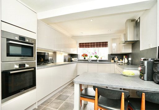 3 bed house for sale in Barley Road, Eaton Socon 1