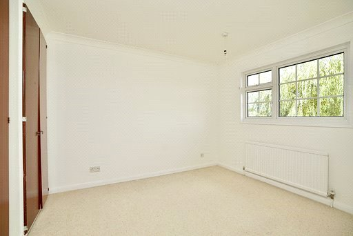4 bed house for sale in All Hallows, Sandy 7