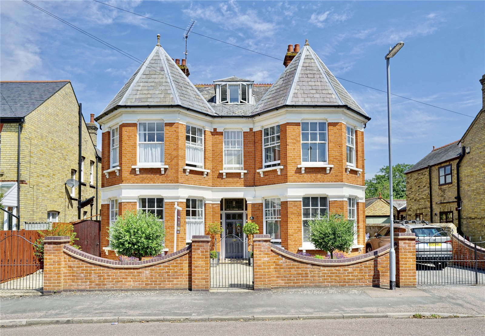 5 bed house for sale in Avenue Road, St. Neots  - Property Image 1