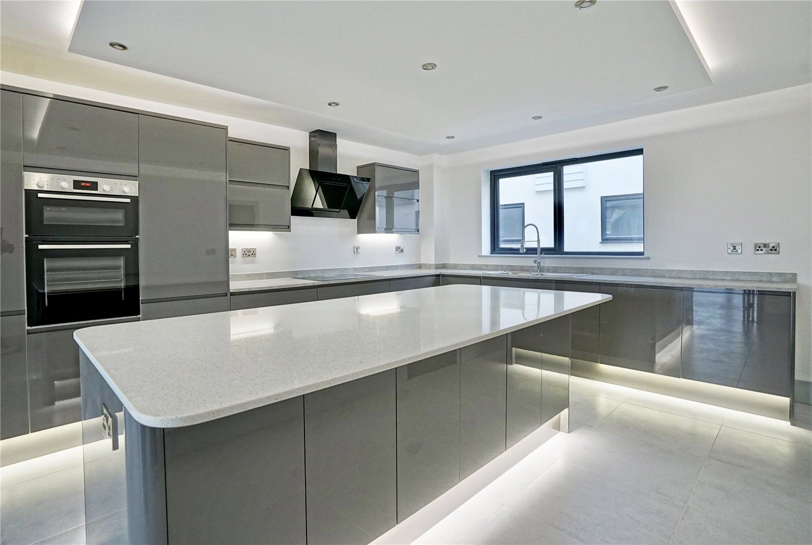 5 bed house for sale in The Range, Eynesbury Hardwicke  - Property Image 2