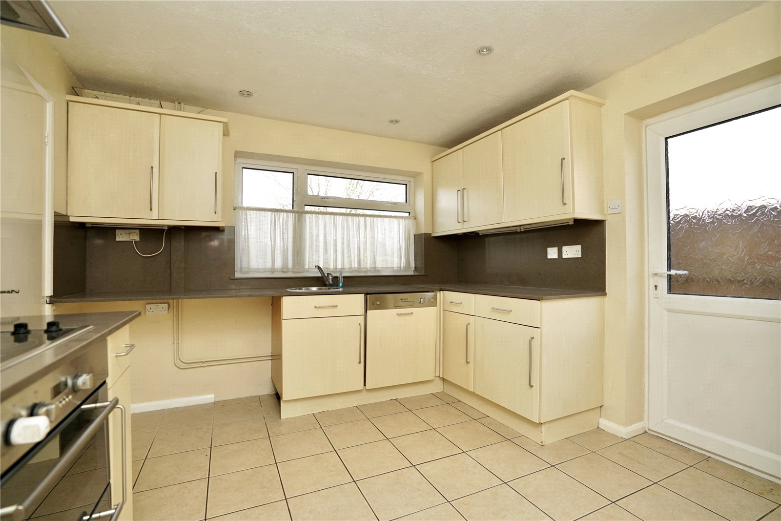 4 bed house for sale in Manor Close, Great Staughton 2