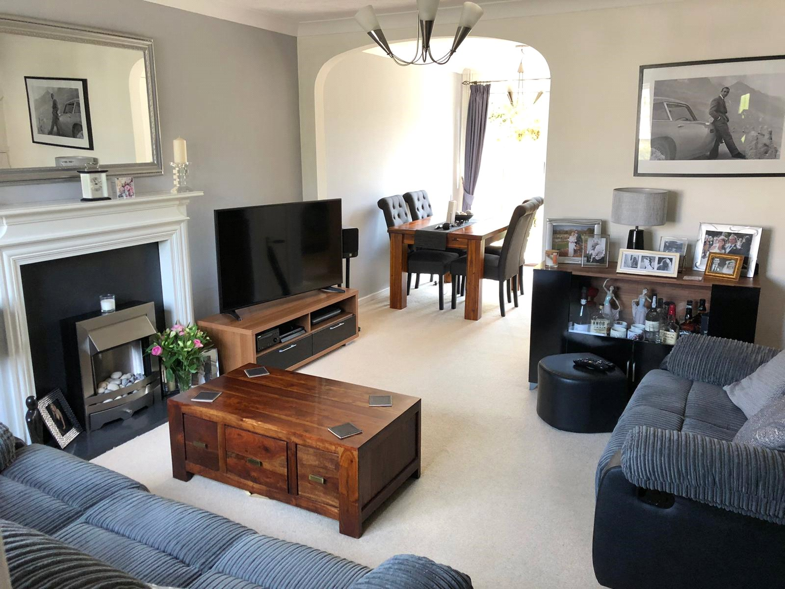 3 bed house for sale in Pembroke Avenue, Eynesbury - Property Image 1