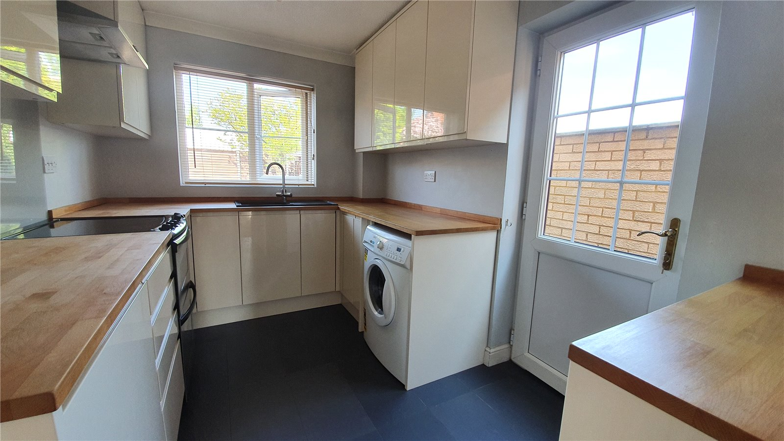3 bed house for sale in Farm Close, Wyboston  - Property Image 3