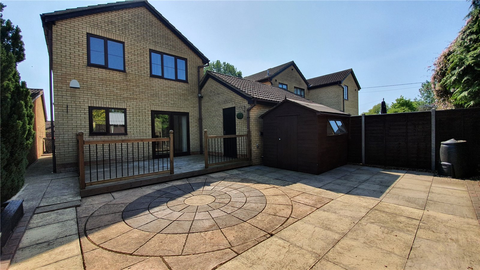 3 bed house for sale in Farm Close, Wyboston 1
