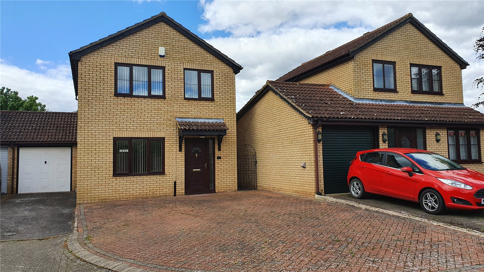 3 bed house for sale in Farm Close, Wyboston - Property Image 1