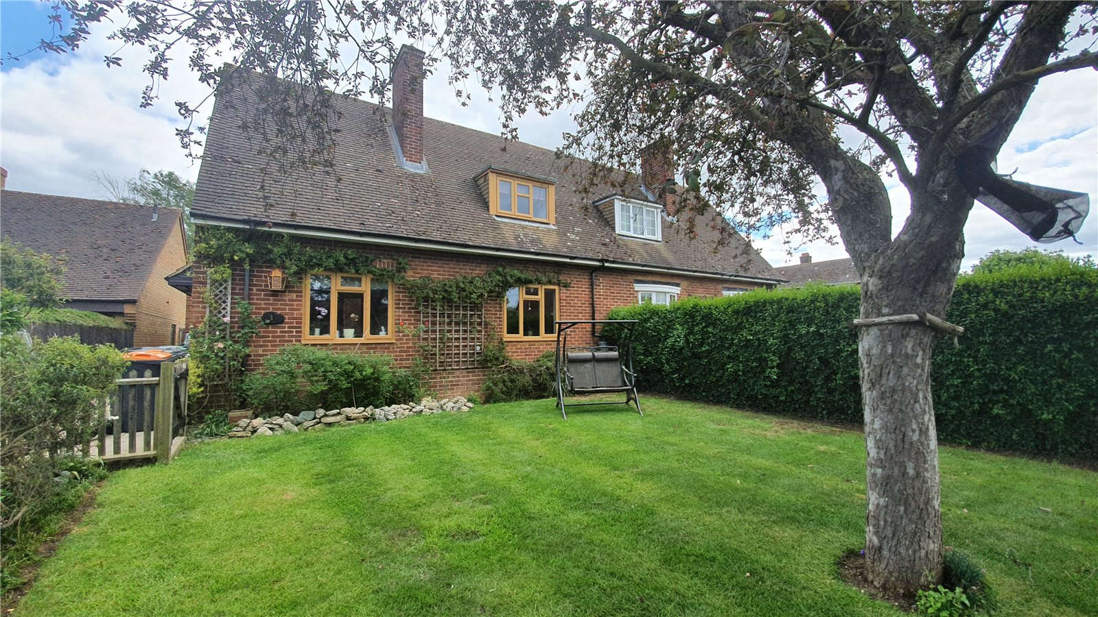 4 bed house for sale in Roxton, Saxon Close, MK44 3EP  - Property Image 1