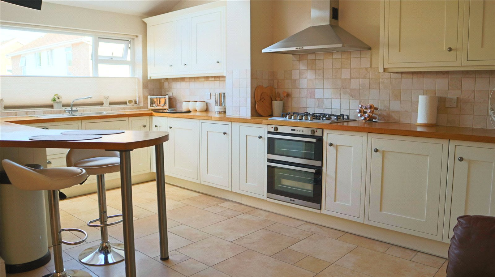 3 bed house for sale in Hathaway Close, Eaton Socon  - Property Image 2