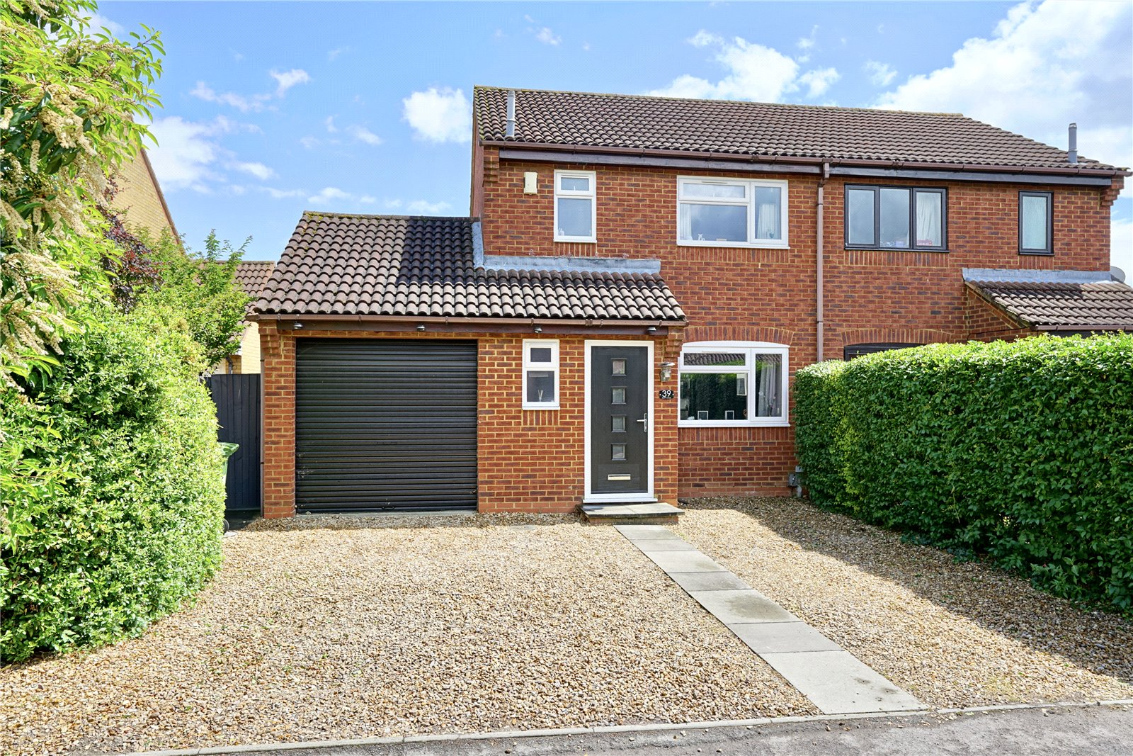 3 bed house for sale in Swift Close, St. Neots - Property Image 1