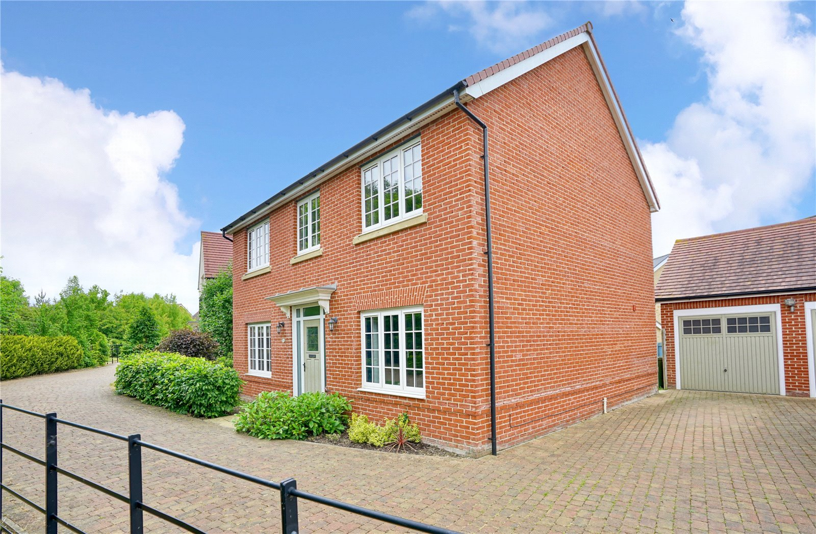 4 bed house for sale in Field Gate Close, St. Neots, PE19