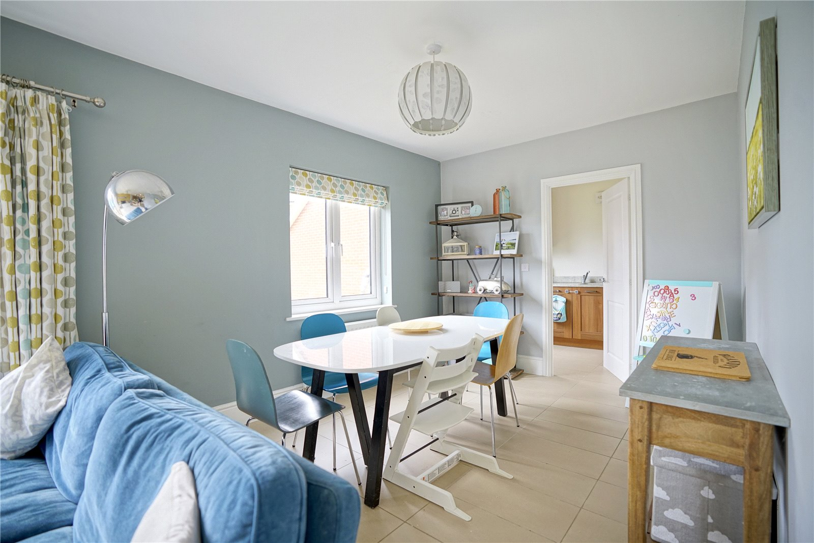 4 bed house for sale in Field Gate Close, St. Neots  - Property Image 4