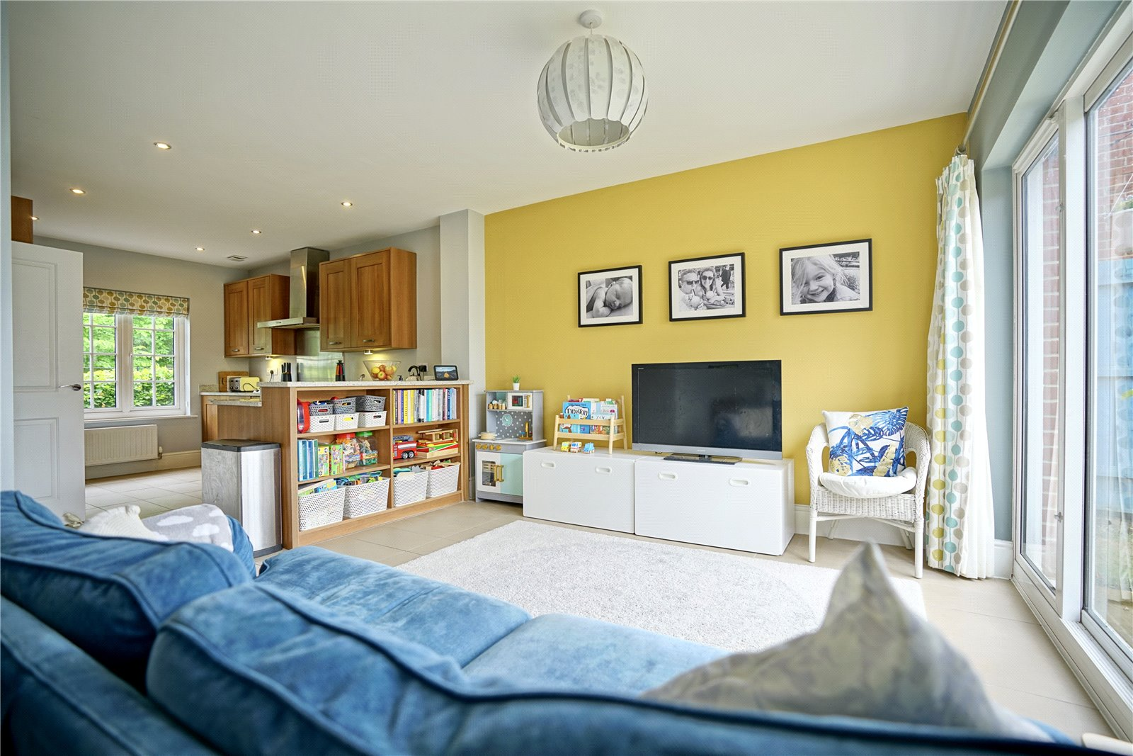 4 bed house for sale in Field Gate Close, St. Neots  - Property Image 2