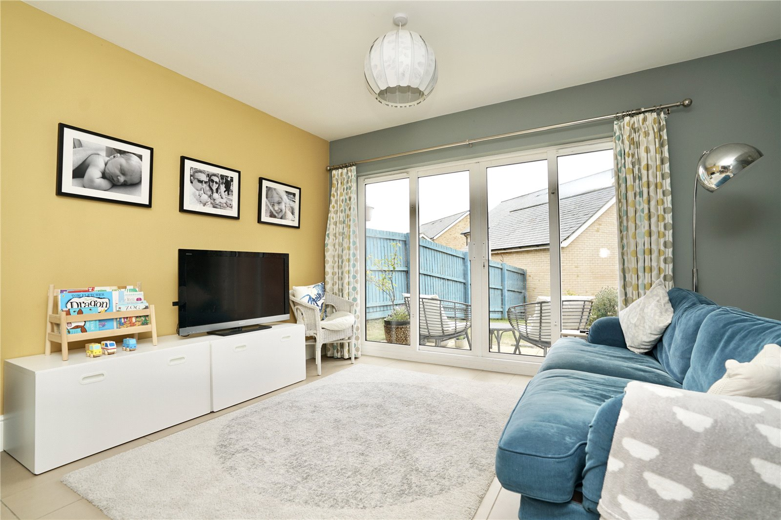 4 bed house for sale in Field Gate Close, St. Neots  - Property Image 3