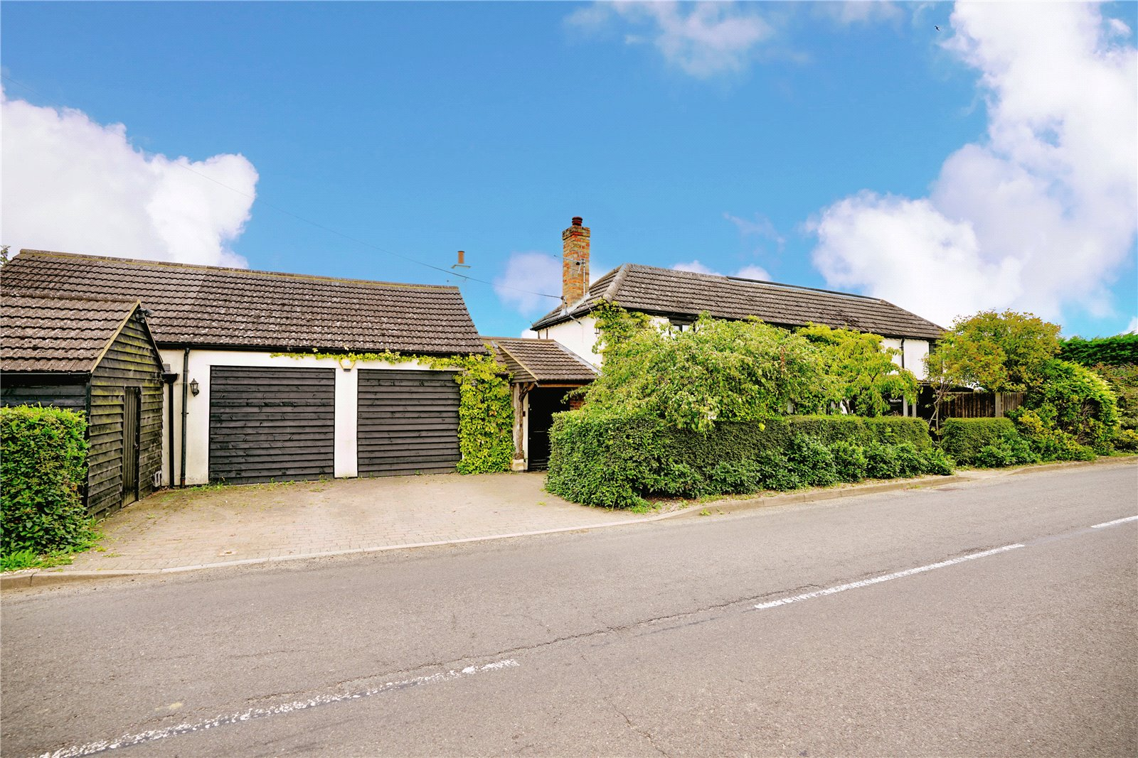 5 bed house for sale in Colmworth Road, Little Staughton  - Property Image 1